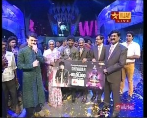 Diwakar-Receiving-Award-Winner-Super-Singer-4